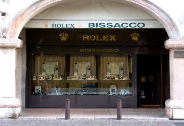 Bissacco Gioielli - Il negozio situato sotto agli eleganti portici di Corso XXIX Aprile a Castelfranco Veneto